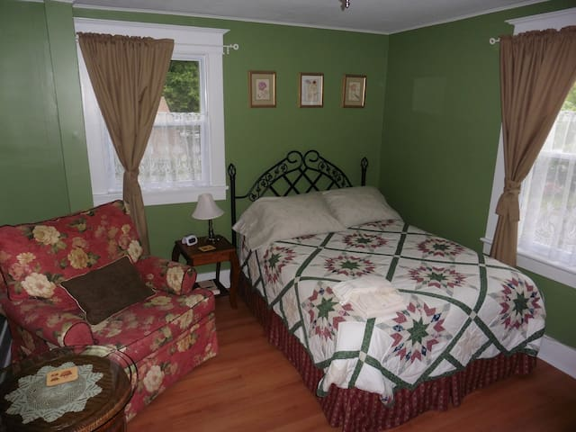 Cozy Private Room in Belleville (Green Room) - Belleville