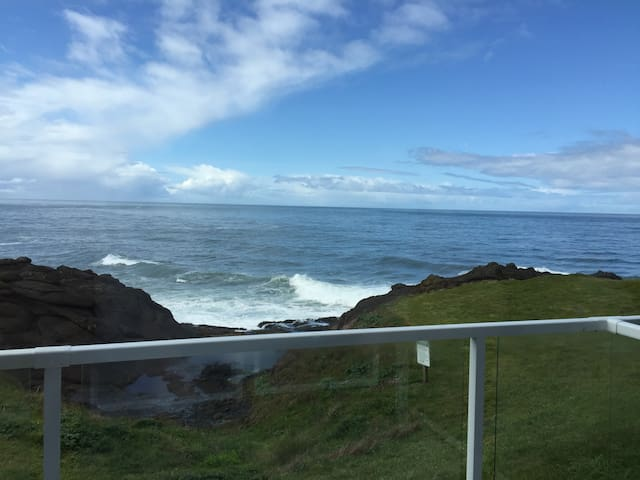 The Whale Pod - Watch whales here! - Depoe Bay - Condo