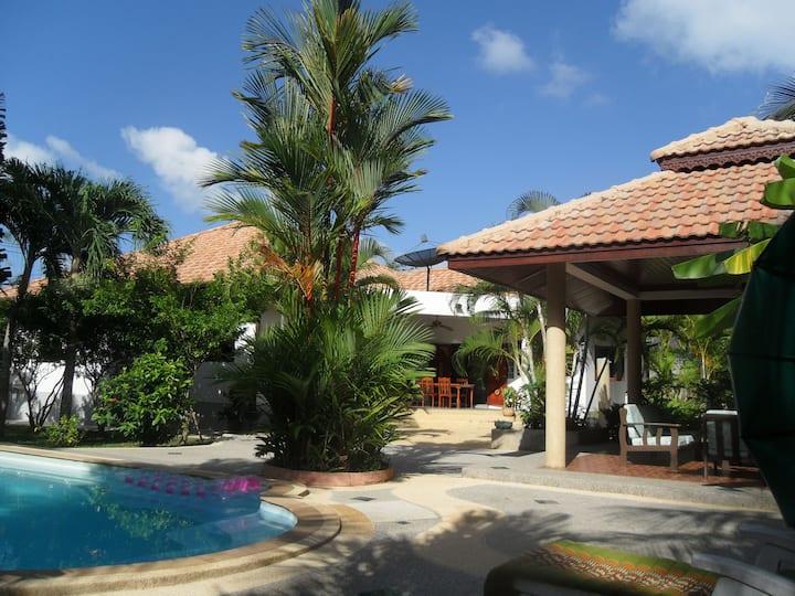 Rawai Beach Phuket. Villa Sacalauna  4 chambres.
