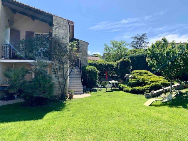 Apartement dans villa au calme