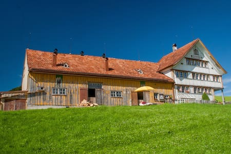 Traditional Appenzell Farmhouse  - Hus