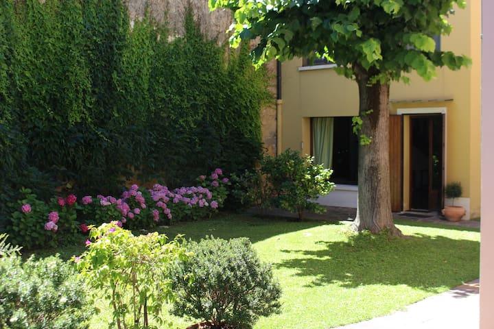 """A casa dei merli"" centro postoauto - Ravenna - House"