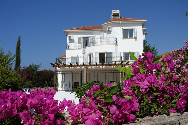 Luxury villa ,Exclusive location - Kyrenia - Villa