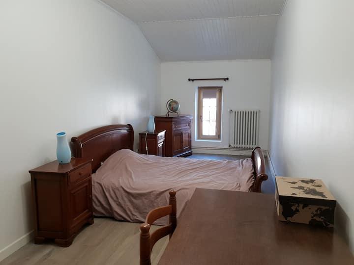 chambre confortable dans maison lorraine