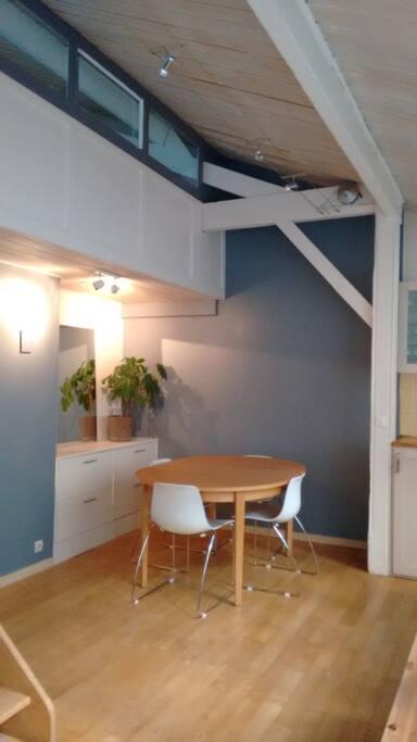 appartement atypique paris 14 lofts louer paris le de france france. Black Bedroom Furniture Sets. Home Design Ideas