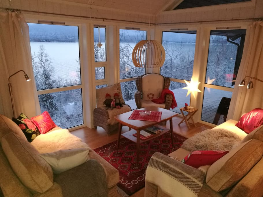 Comfortable sofagroup with a beautifull view. Can easily be expanded for larger groups.