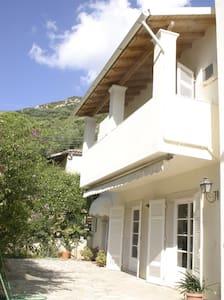 ΜΟΝΟΚΑΤΟΙΚΙΑ ΣΤΗ ΘΑΛΑΣΣΑ - Agios Ioannis Peristeron