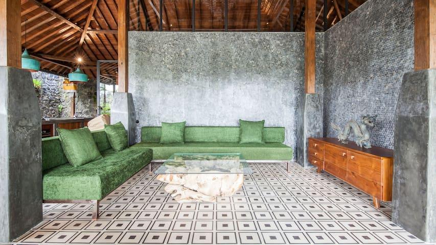 Antique luxury Villa Rossi in Ubud newly restored