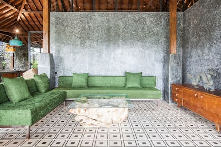 Antique luxury Villa Rossi in Ubud newly restored