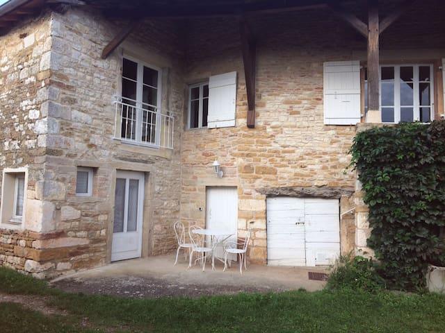 maison de campagne en pierre - Prissé