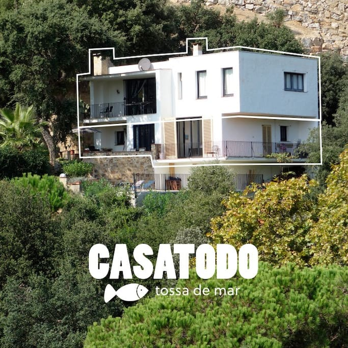 Casatodo is a 10 persons holiday house in a nice setting only 5 minutes from the sea.