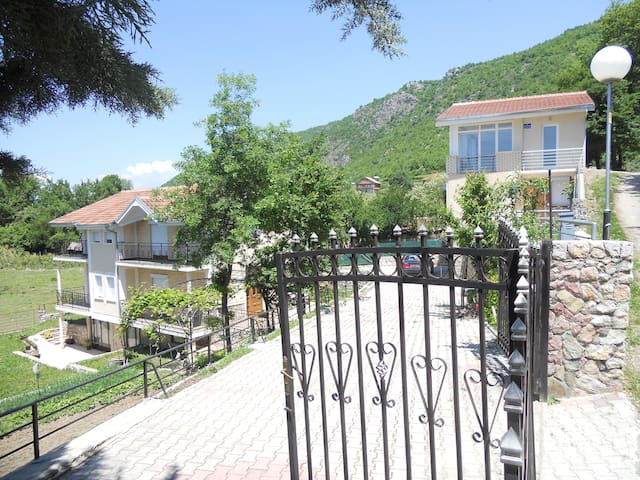 Kordoski Private Accommodation - Elshani - Ev