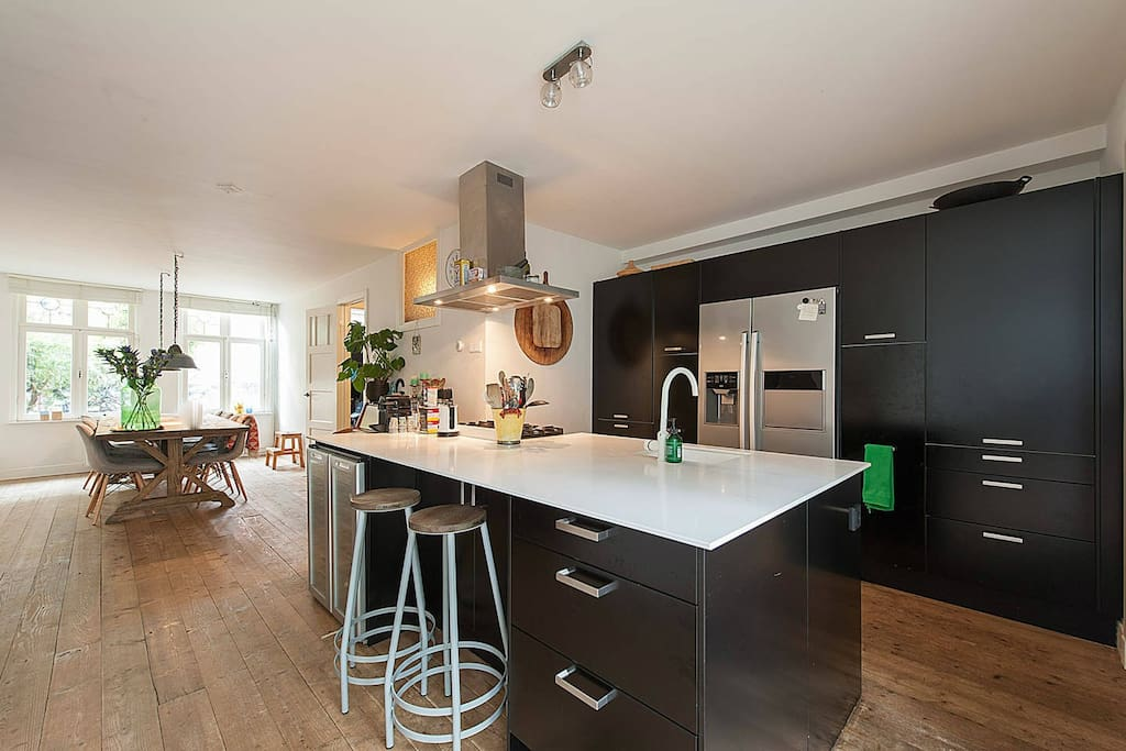 Family townhouse with garden nearby centre huizen te for Huizen te koop amsterdam noord