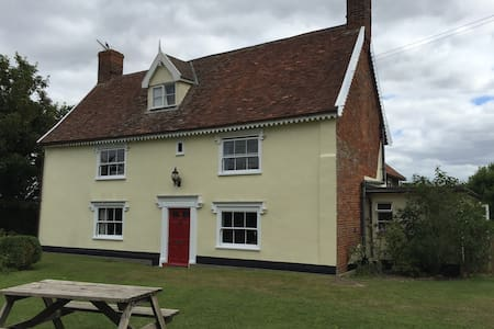 Hatherleigh Farmhouse, a Tudor building, Room One - Framlingham