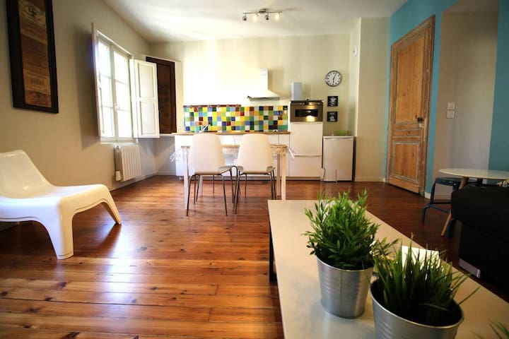 Beautiful apartment for 4 heart historic district, near rue St-Catherine