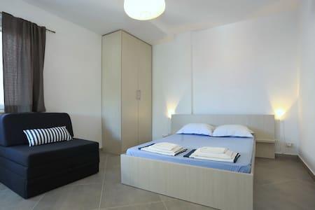 New & Modern studio apartman Lana - Sukošan - 公寓