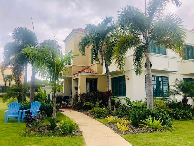 Pajarito Beach Villa, Ultra-Comfy, Private Beach