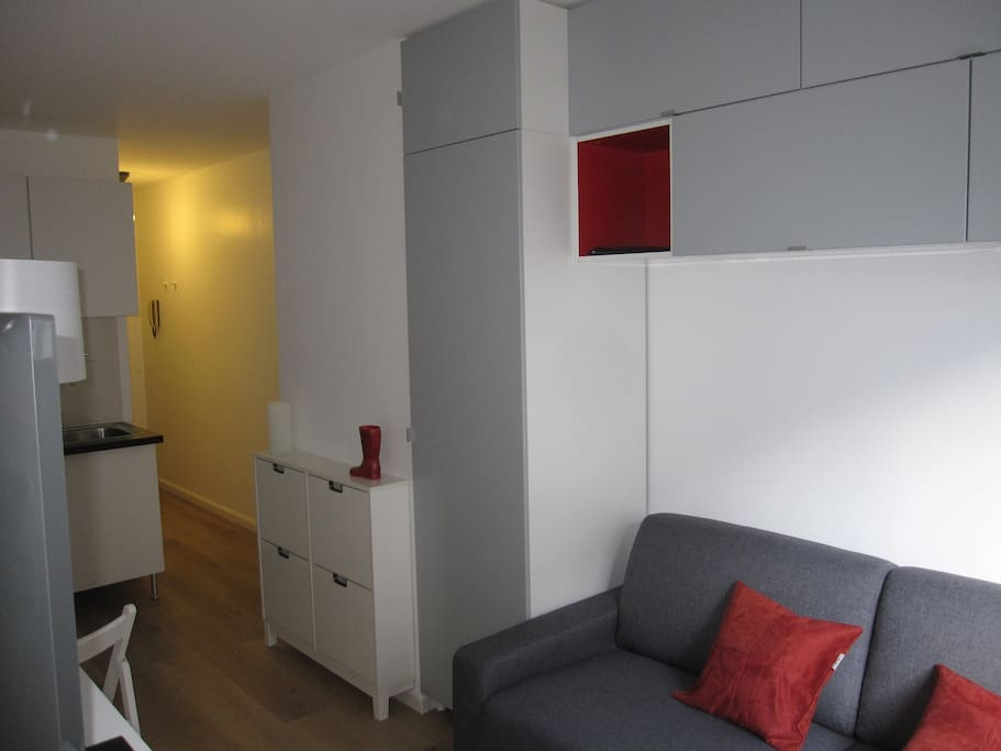 Studio meubl montpar tv internet apartments for rent in for Don de meuble paris