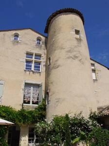 Le Relais des Remparts/Ch L'Escale - Rions
