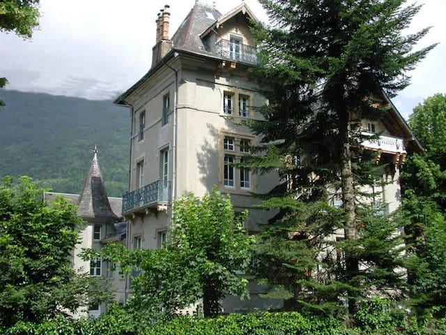 Chambre La Duchesse de Montpensier - Bagnères-de-Luchon - Bed & Breakfast