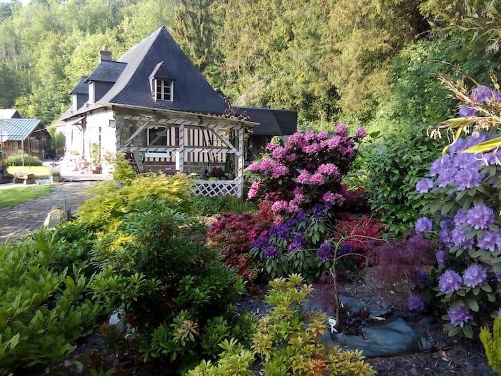 Maison normande, jardin arboré, sdb privée, pt-déj