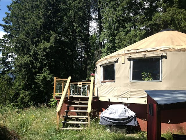 Lakeview Yurt by Kokanee Park - Nelson - Yurt
