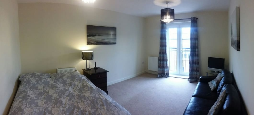 Bright and spacious room - St Albans - 公寓