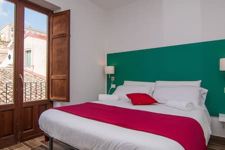 Ensuite Room @ModicaOldTownRooms - Modica - Guesthouse