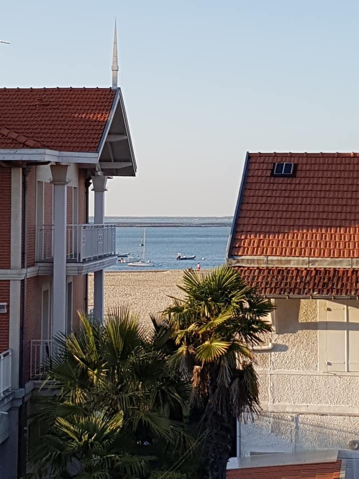 Joli T2 plage à 50 mètres, terrasse, parking privé