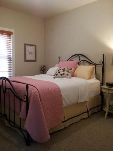Sarah's Sanctuary @ Shining Light Inn B&B - Ludington - Bed & Breakfast