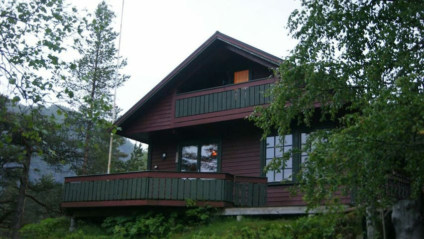 Beautiful cabin by the lake