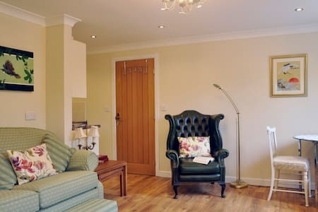 The Old Smithy, 2 bedroom apartment - Tong Norton - Lejlighed