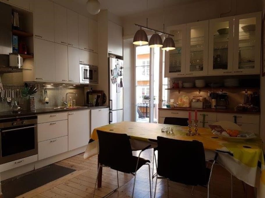 Great and fully equipped kitchen, seats at least 6 guests