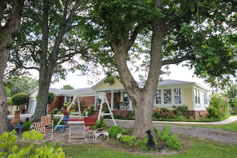 Country Living BNB- Entire home/apt