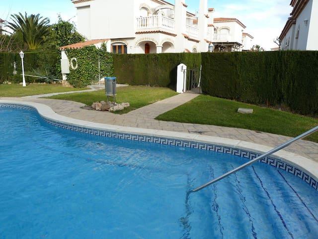 Adosado en Pino Alto con piscina - Miami Platja - 獨棟