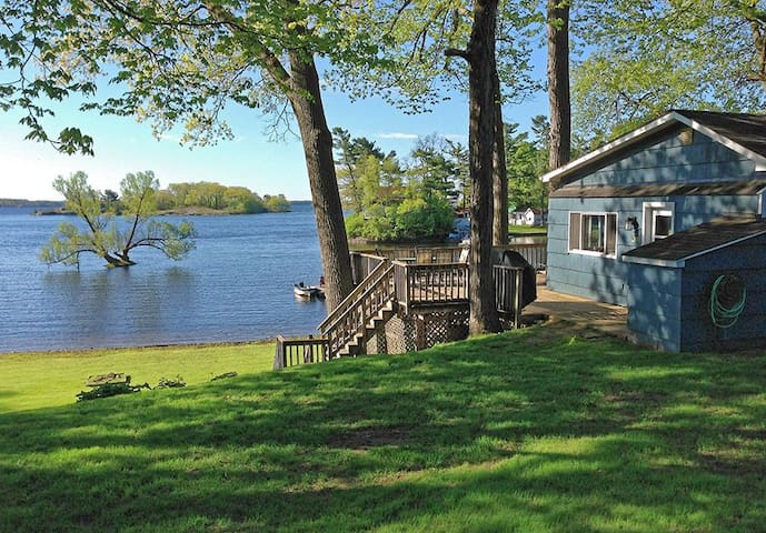 Thousand Islands Waterfront Cottage - Mallorytown