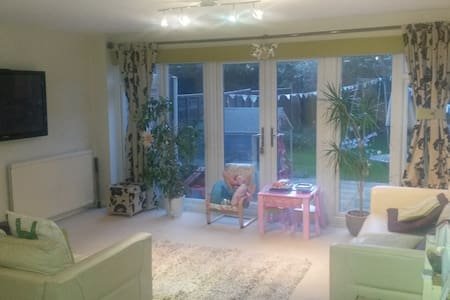 Modern, spacious, fresh, inviting! - Billericay