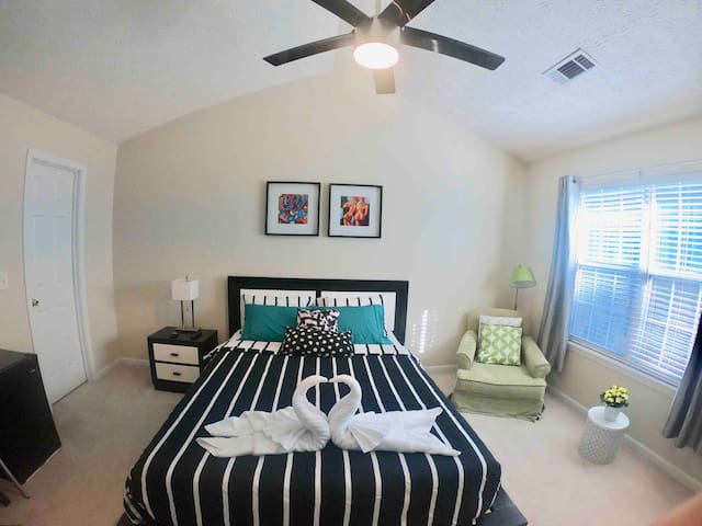 Private Master Bedroom in Lawrenceville/ Duluth