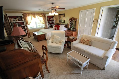Country Living BNB-master suite-king size bed