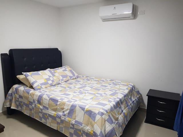 Habitación principal   Cama doble+ baño privado y aire acondicionado