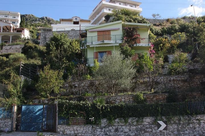 Beautiful house by the Ionian Sea - Palasë - Huis
