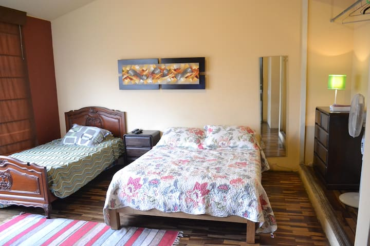 Cute EnSuite room near LIMA AIRPORT - Lima - Bed & Breakfast