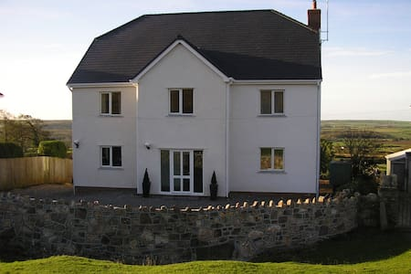 B&B in centre of  Gower peninsula - swansea - Bed & Breakfast