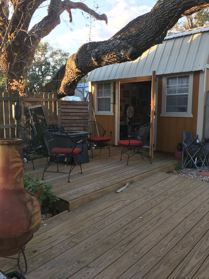 Fulton tiny house (Glamping in the trees)