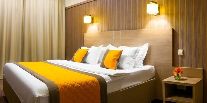 ЛЮКС ДВУХКОМНАТНЫЙ с одной большой или двумя отдельными кроватями в Comfort Nsk Hotel