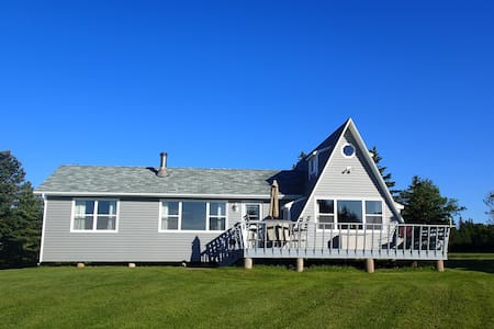 Charming Beachfront 4BD Cottage - Cottage