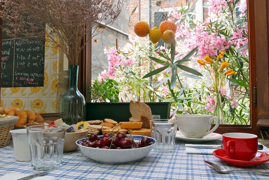 Breakfast among the flowers