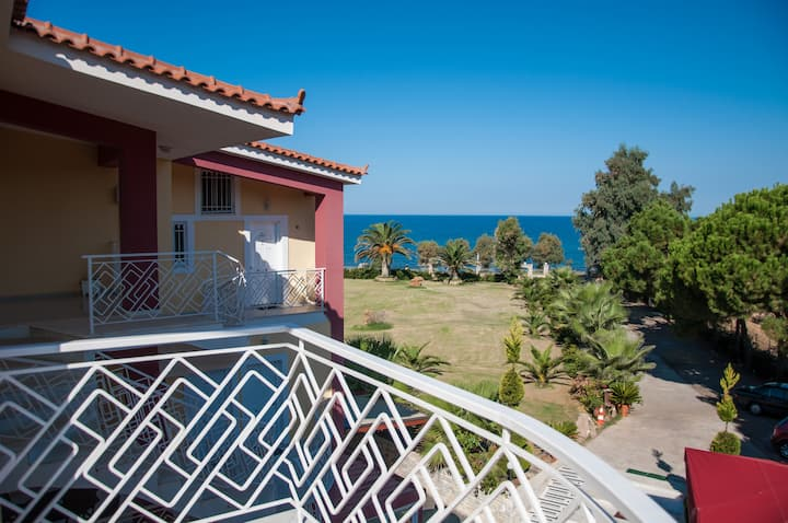 Irida Resort Suites Kyparissia Messinia Peloponese