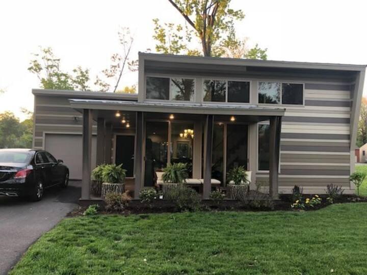 Luxurious Modern Home in Xavier Woods!