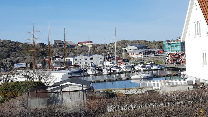 Apartment in a house in the harbour of Skärhamn